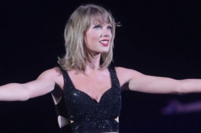 Taylor Swift Pays Tribute To Her 'Swifties'